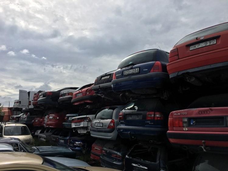 Karosseri av flera modeler på bilskroteniwarberg.se